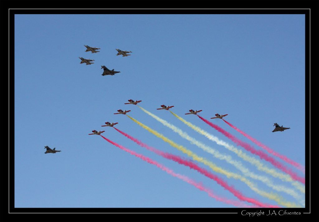 "Dassault Mirage F-1, Eurofighter ""Typhoon"" del Ala 14 y CASA C-101 ""Patrulla Aguila"" del Ejercito del Aire."