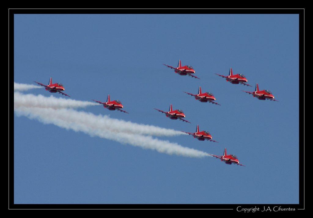 """British Aerospace Hawk de los """"Red Arrows"""" de la Royal Air Force."""