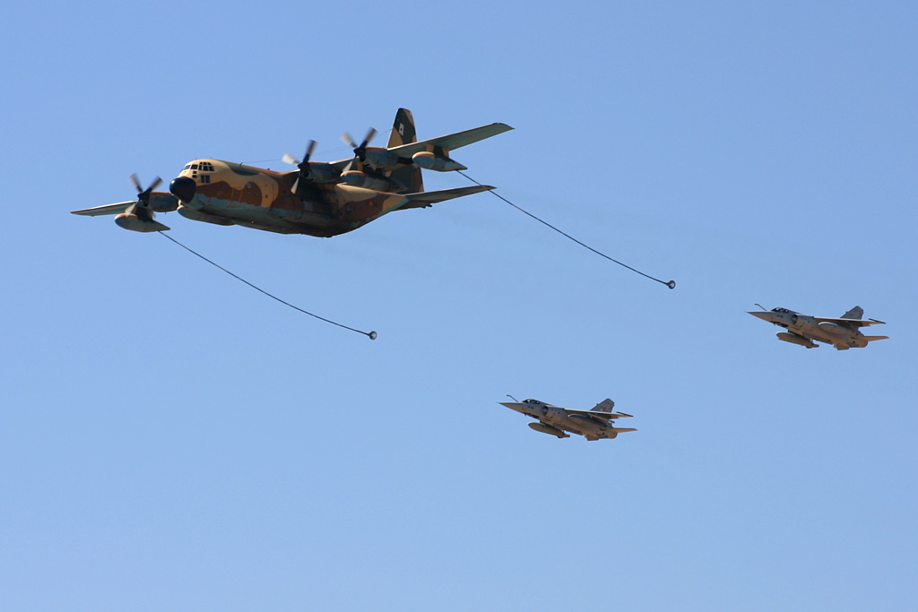 "Lockheed KC-130 ""Hércules"" y Dassault Mirage F-1 M."