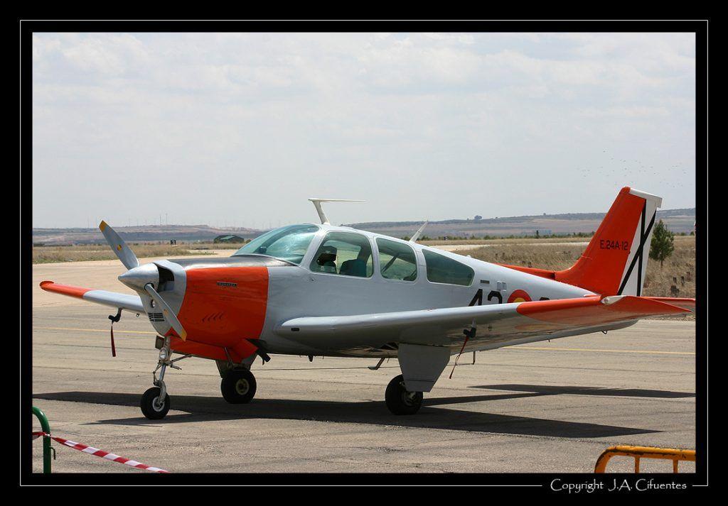 Beechcraft F 33C - Bonanza del 42 Grupo del Ejercito del Aire.
