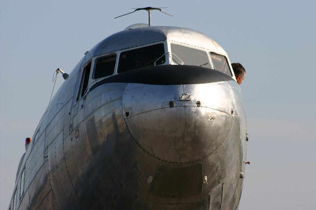 Douglas DC-3A (F-AZTE).
