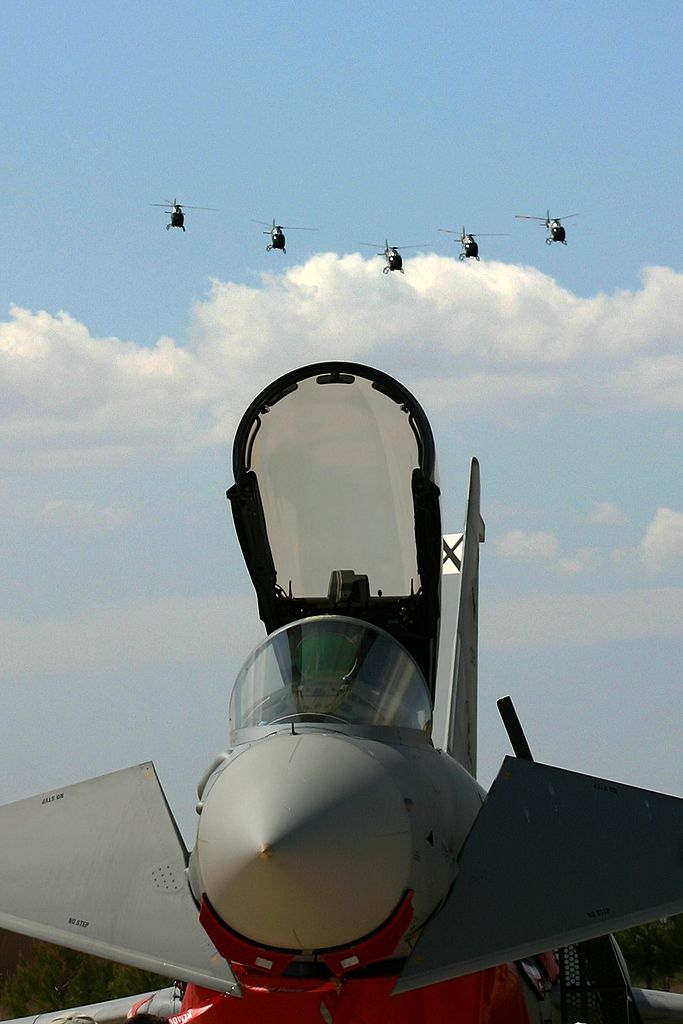 Eurofighter del Ala 11 y Patrulla Aspa del Ejercito del Aire.