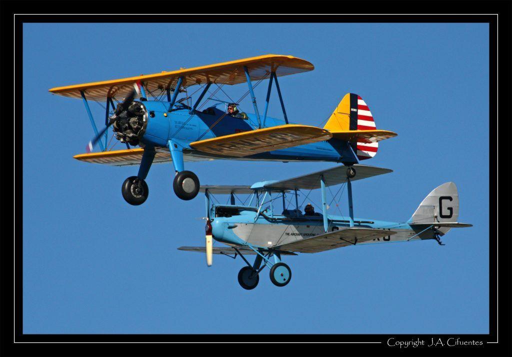 Boeing – Stearman Kaydet (EC-FNM) y De Havilland DH-60X Moth (EC-KCY).