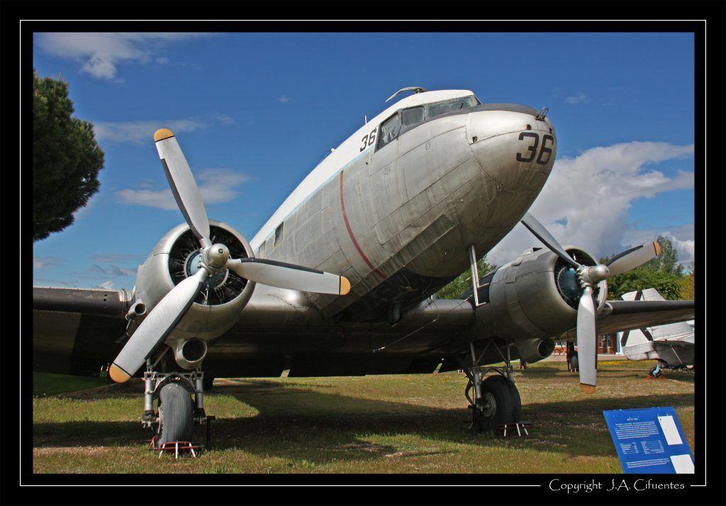 "Douglas DC-3 ""Skytrain""."