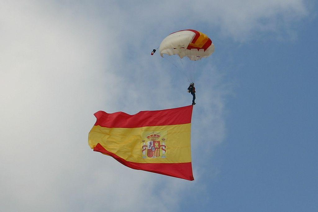 Patrulla Acrobática de Paracaidismo del Ejército del Aire (PAPEA).