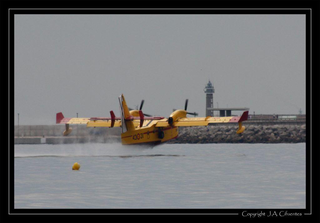 Canadair CL-415.