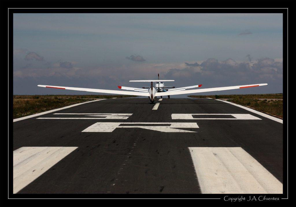 Morane Saulnier MS893A Rallye 180 EC-LDT y Grob G103 Astir Trainer EC-EPU del Aeroclub Nimbus de Vuelo a Vela.