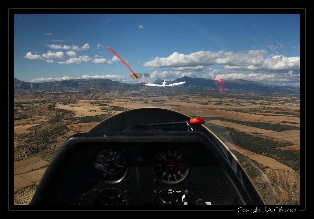 Cogiendo altura. Vuelo a vela en el Schleicher ASK-21 EC-JEQ del Aeroclub Nimbus.