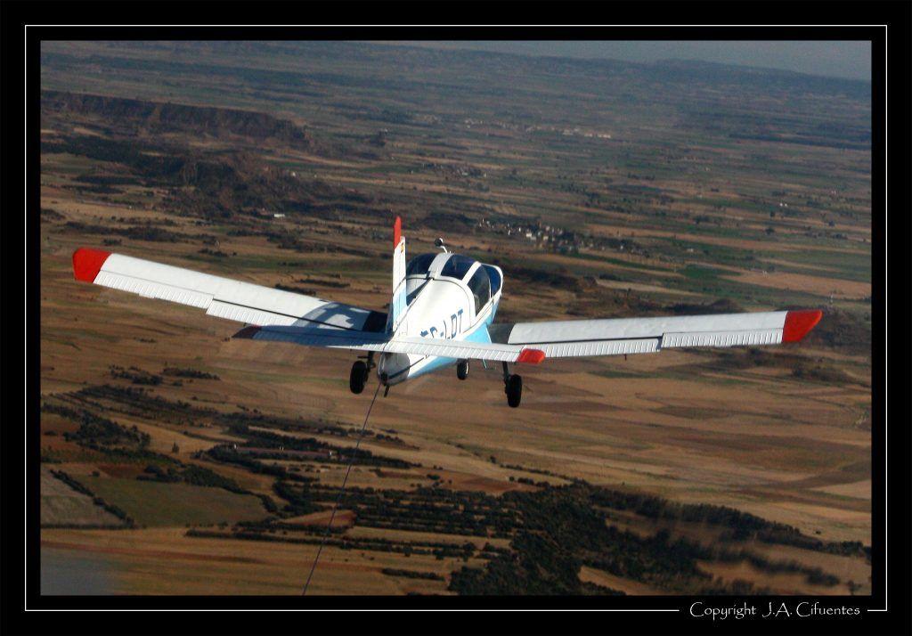 La Rallye durante el remolque. Vuelo a vela en el Schleicher ASK-21 EC-JEQ del Aeroclub Nimbus.
