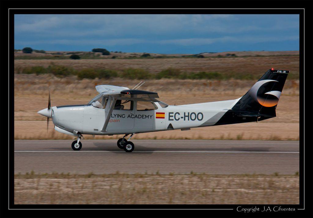 Cessna 172RG Cutlass RG (EC-HOO).