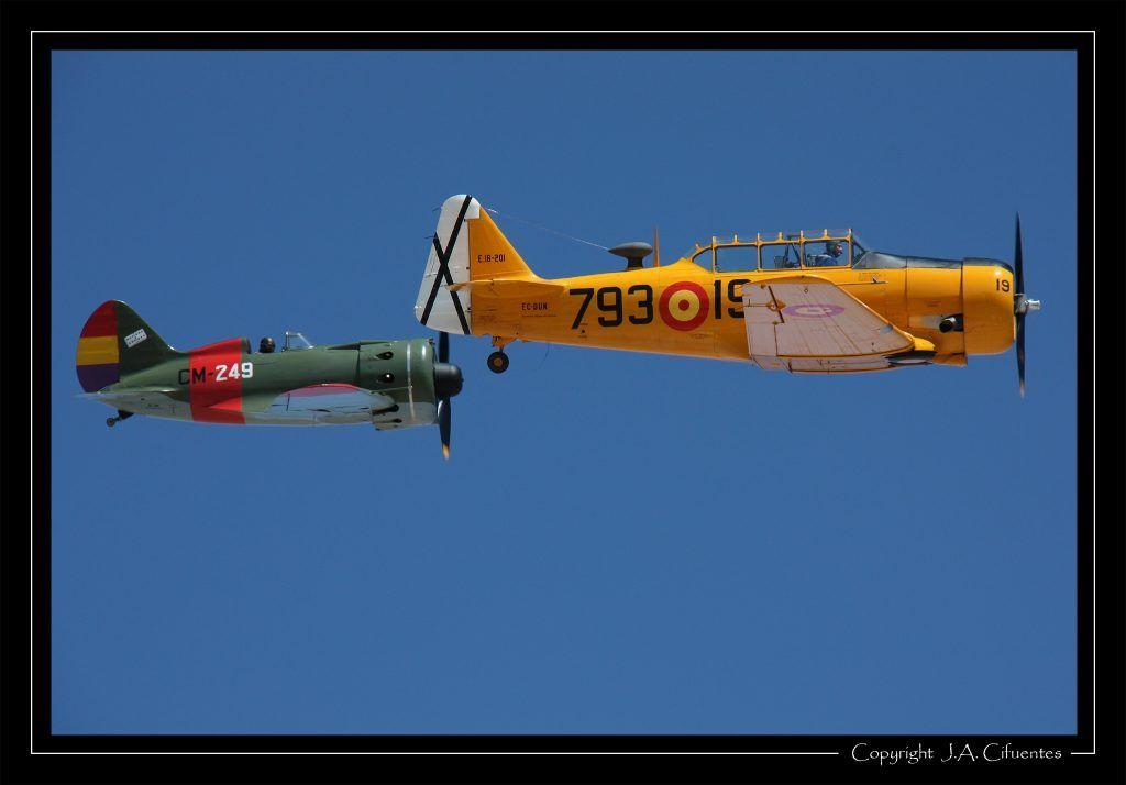 North American T-6 «Texan» y Polikarpov I-16 «Rata» o «Mosca».