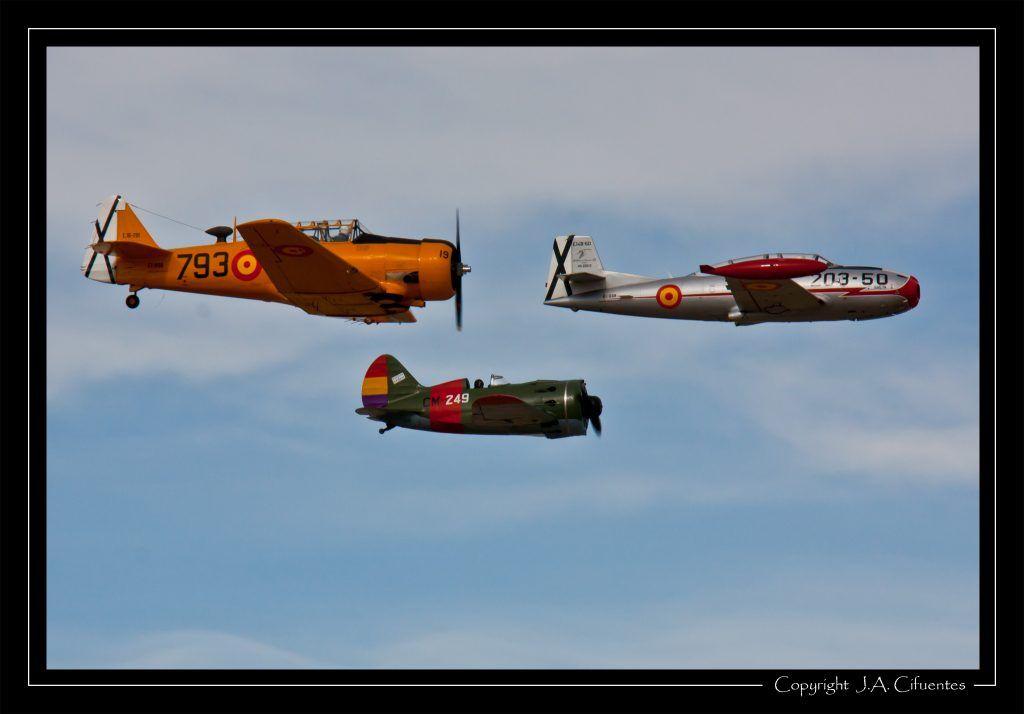 Hispano Aviación HA-200-D Saeta (EC-DXR), North American T-6G Texan (EC-DUN) y Polikarpov I-16 «Mosca» / «Rata» (EC-JRK).