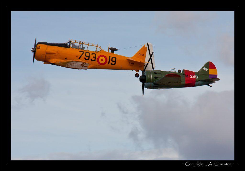 North American T-6G Texan (EC-DUN) y Polikarpov I-16 «Mosca» / «Rata» (EC-JRK).