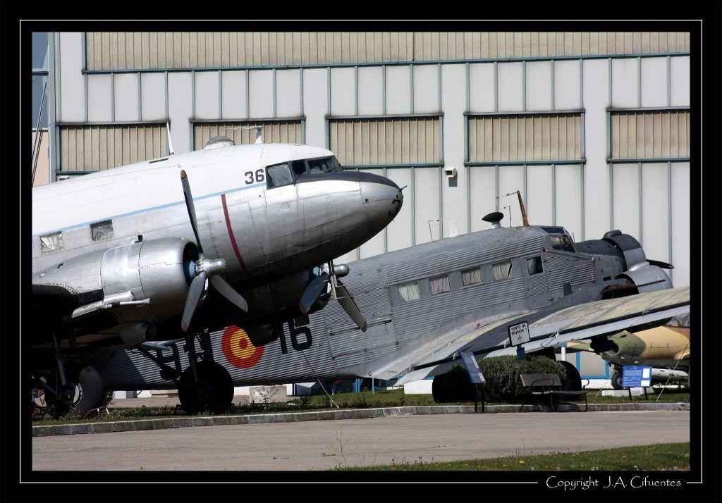 Junkers CASA C-352 y Douglas DC-3.