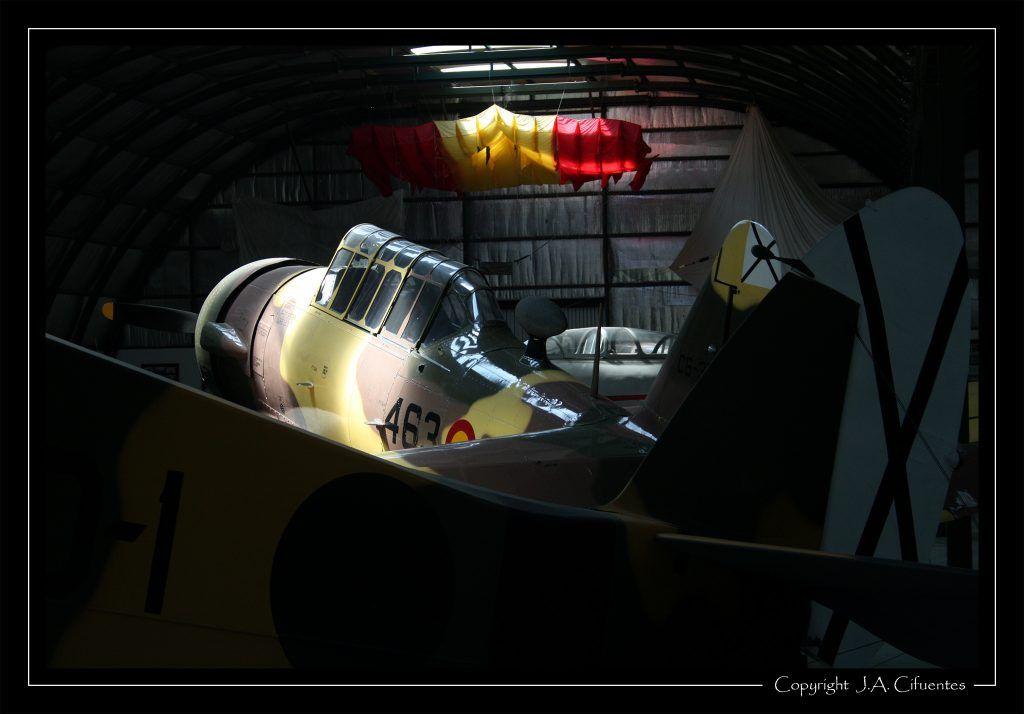 "North American T-6 ""Texan"""