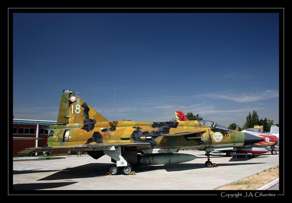 Saab J-37 Viggen.