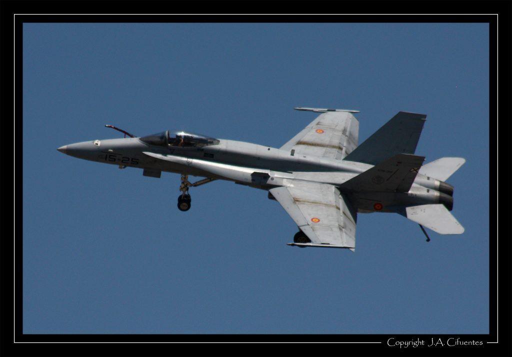 """McDonnel Douglas F-18 """"Hornet"""" del Ala 15 del Ejercito del Aire."""
