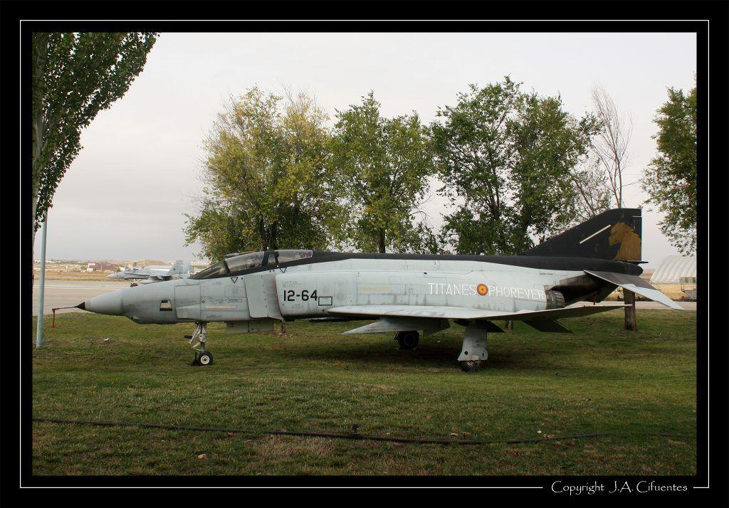 """McDonnel Douglas RF-4C """"Phantom"""" del Ejercito del Aire preservado en la Base Aérea de Torrejón de Ardoz"""