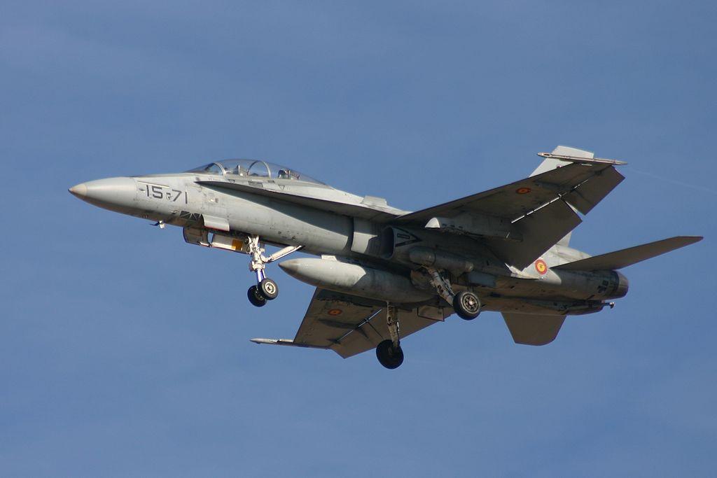 """McDonnel Douglas F-18 """"Hornet"""" del Ala 15."""