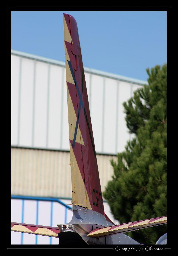 """North American F-86 """"Sabre"""" con los colores de la """"Patrulla Ascua"""""""