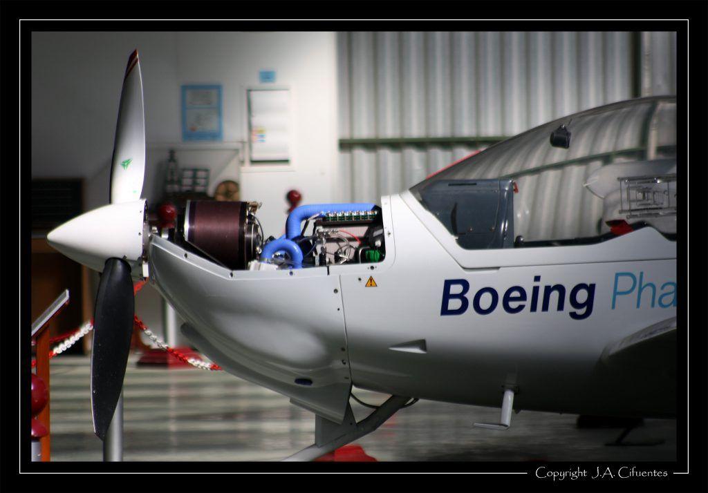 Dimona motorglider - Boeing propulsado por un sistema híbrido de células de combustible de hidrógeno y baterías de litio