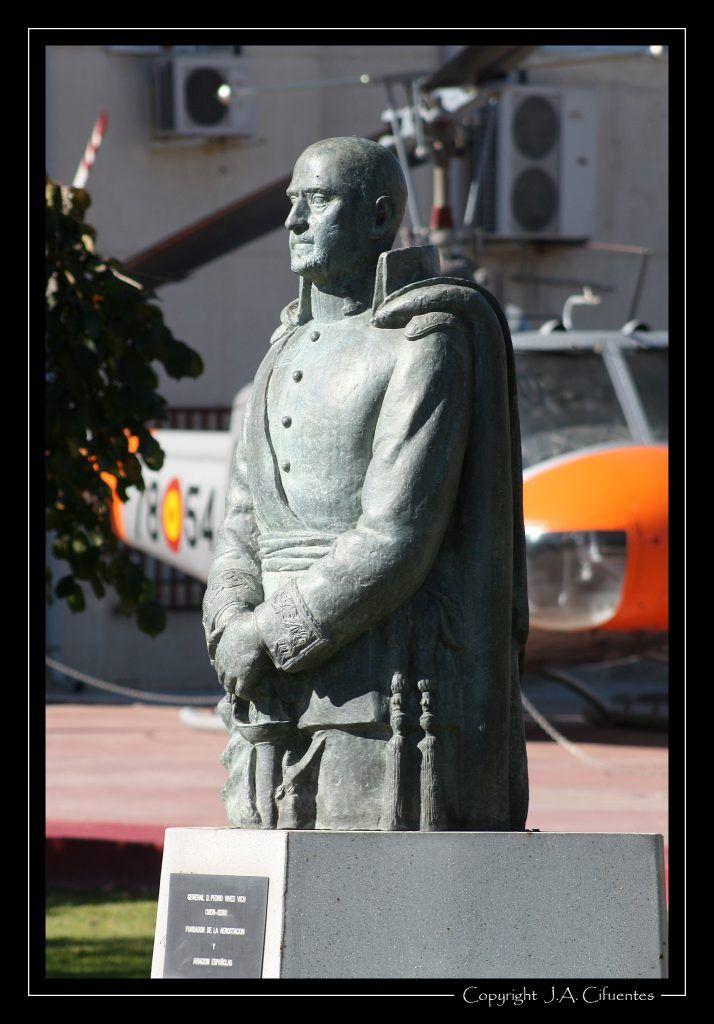 Monumento al General Vives, pionero de la aviación española