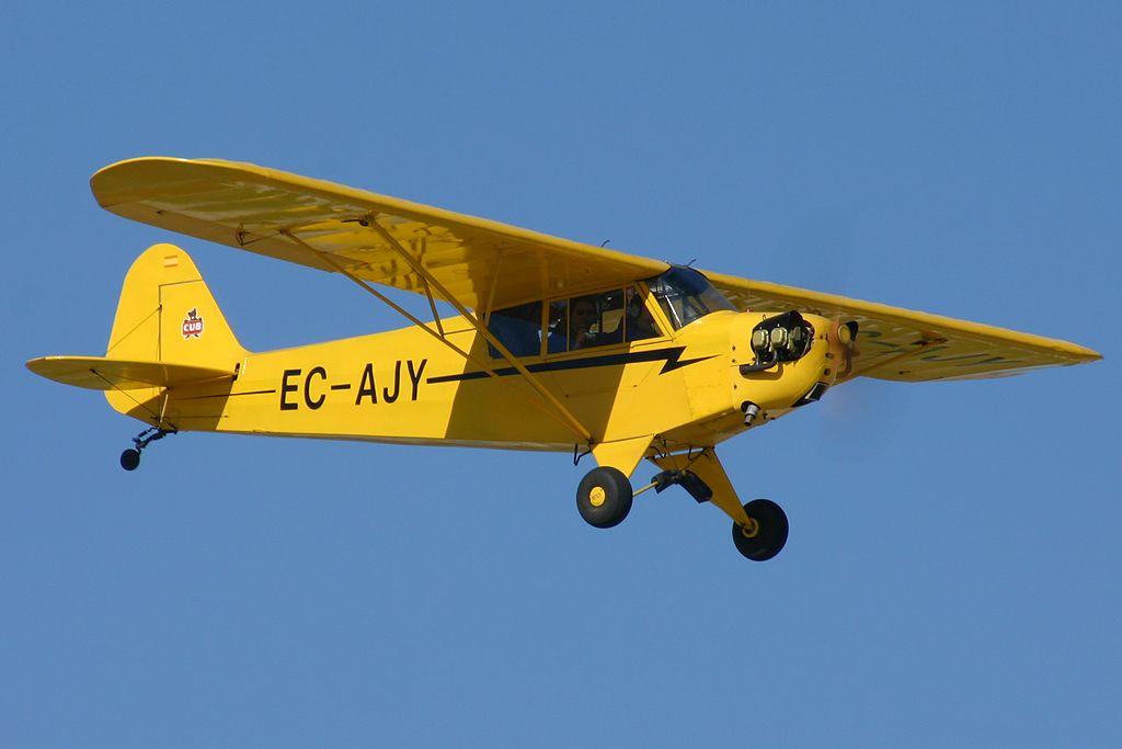 Piper J-3 Cub (EC-AJY).