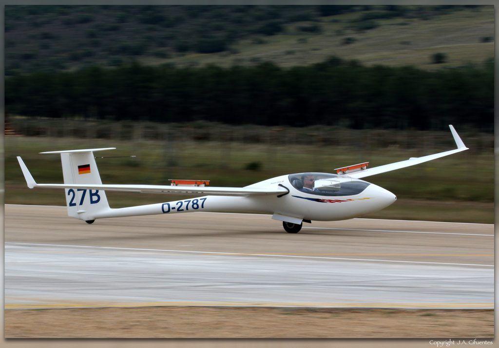 Schleicher ASW-27B (D-2787).